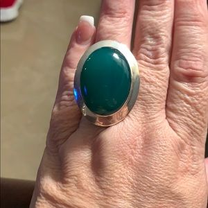 Stunning Sterling Silver Ring w/ Bold Green stone